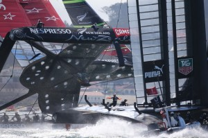 America's Cup : Near disaster for challenger aids defender