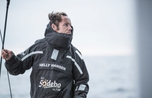 Thomas Coville magistral, bat le record du tour du monde en solitaire en multicoque