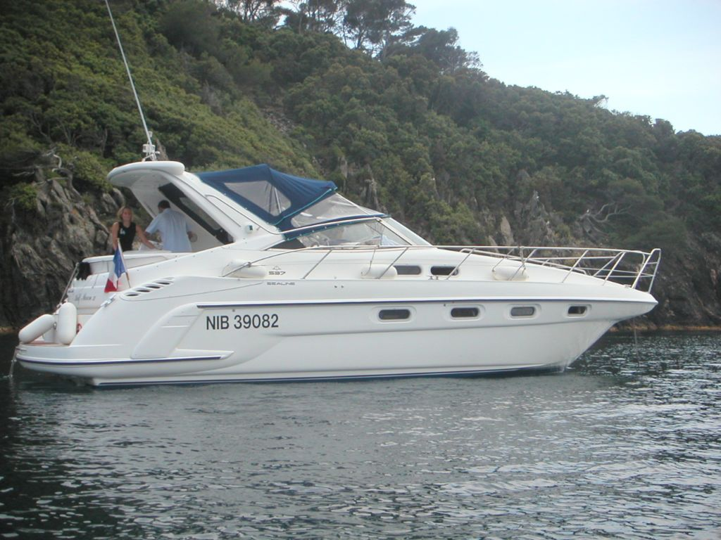 Boat location: Golfe Juan (France). NauticNews.com Tech Specs of Sealine S37