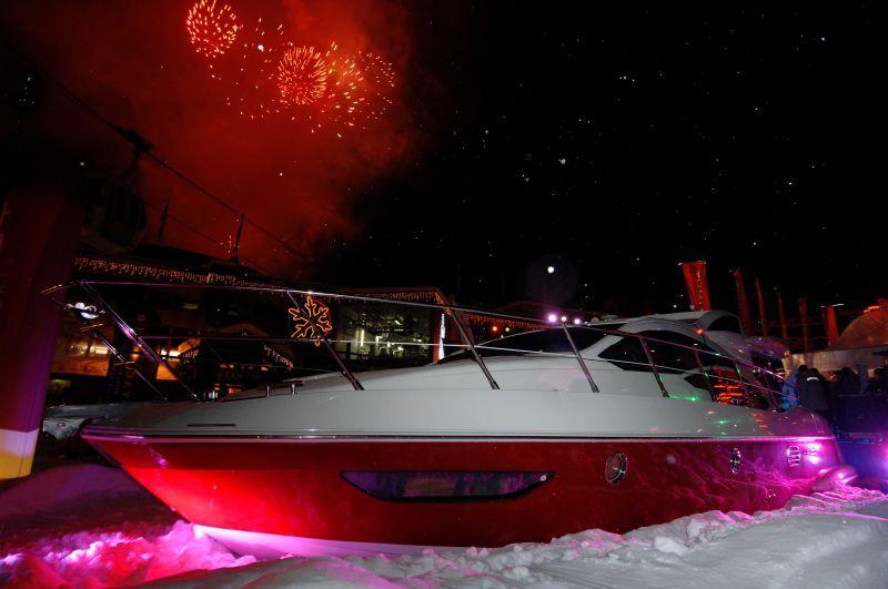 ... un yacht magnifique, l'Azimut 43S, sur le parterre d'arrivée des ...