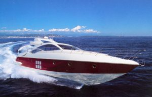 Azimut 68 S: handy and elegant