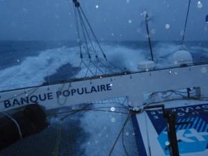 Trophée Jules Verne : Conditions difficiles pour Banque Populaire