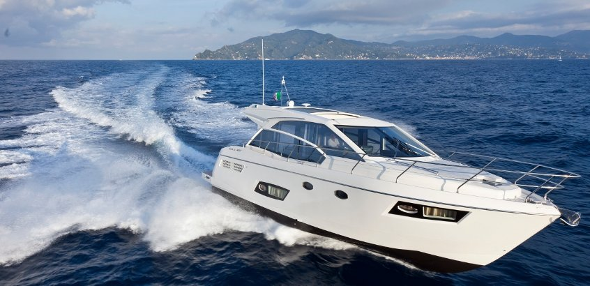 Absolute Yachts 43 Sport Yacht (Power Boat)