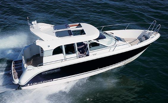 Aquador 25C (Power Boat)