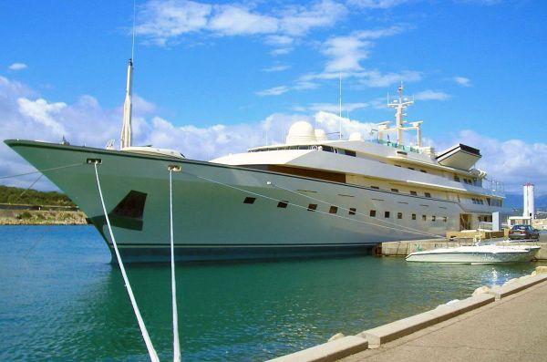 Benetti <strong>Kingdom 5 KR - ex Nabila -ex Trump Princess</strong> (Motor Yacht)