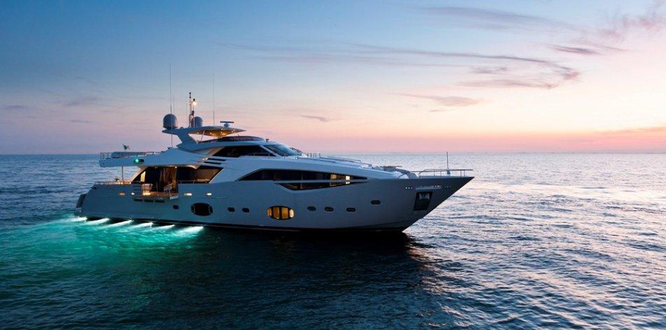 Custom Line 100 (Motor Yacht)