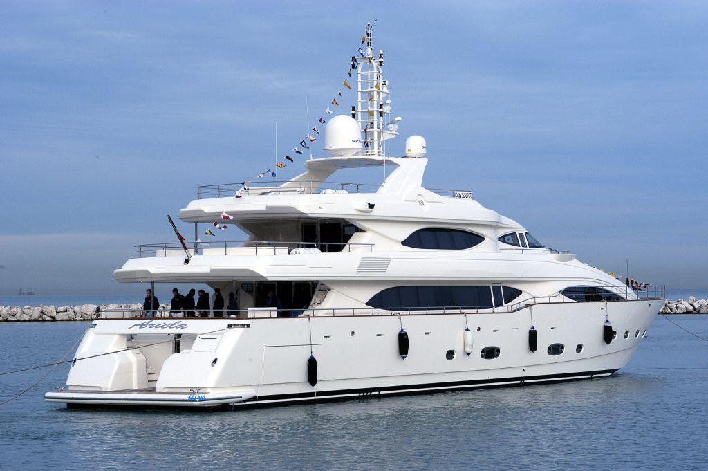 Custom Line 128 <strong>Ariela</strong> (Motor Yacht)