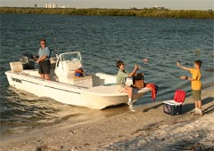 Everglades Boats 210CC (Day Open)