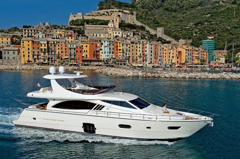 Ferretti 740 (Fly / Motor Yacht)