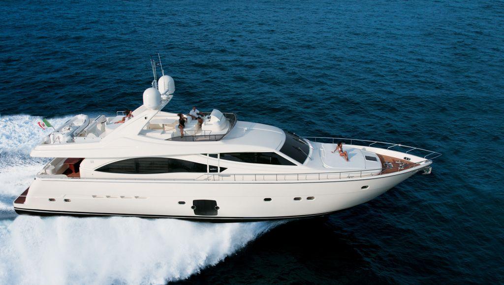 Ferretti 830 (Fly / Motor Yacht)