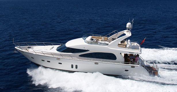 Horizon Yachts E62 (Fly / Motor Yacht)