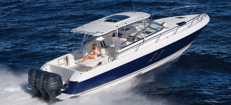 Intrepid Boats 430 SY (Day cruiser)