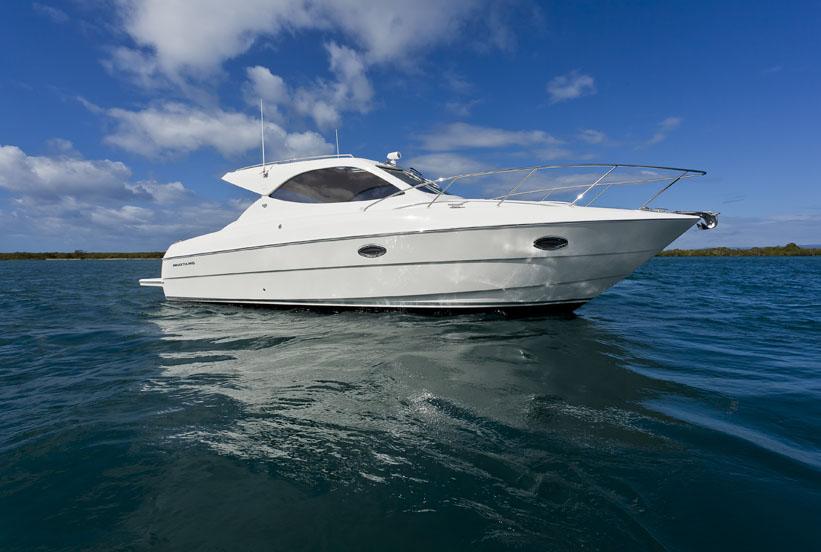 Mustang Marine 32 Sports Cruiser (Power Boat)