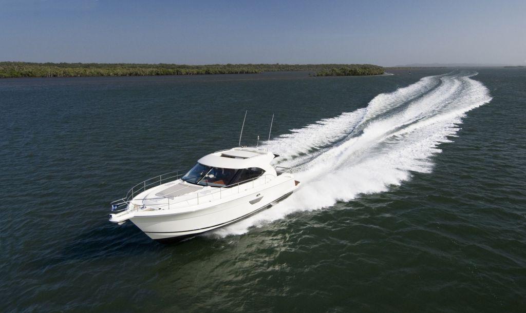 Riviera 4400 SY (Motor Yacht)
