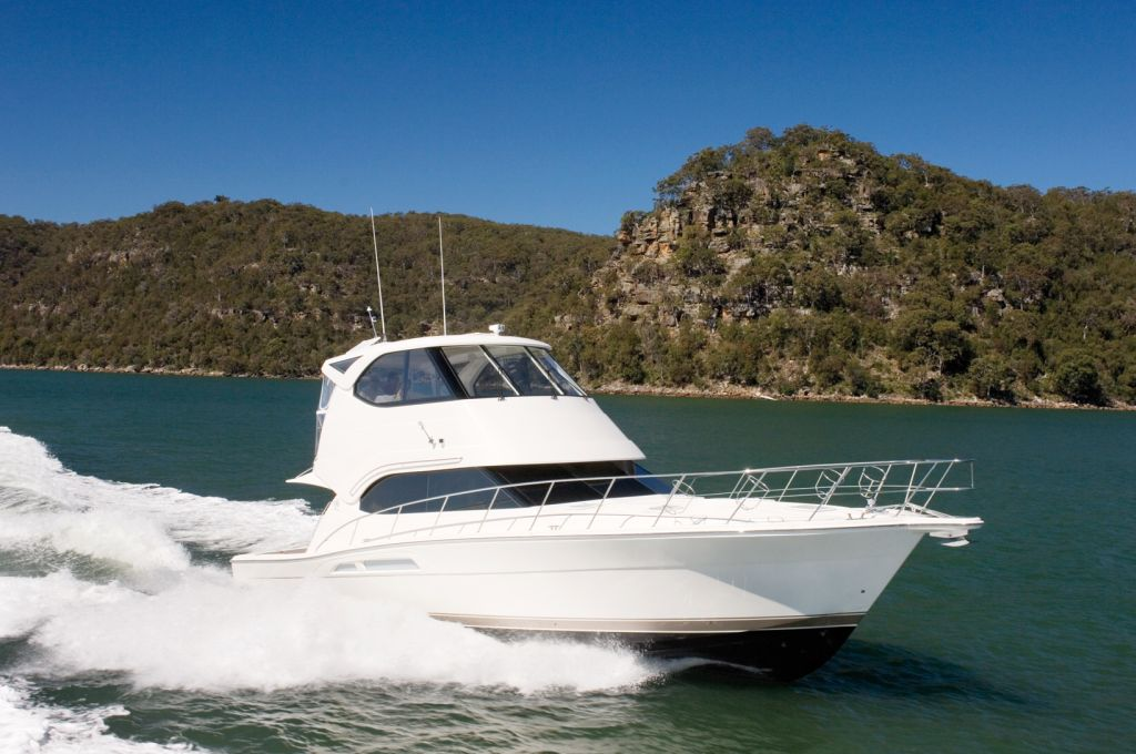Riviera 47 Enclosed (Motor Yacht / Pêche)