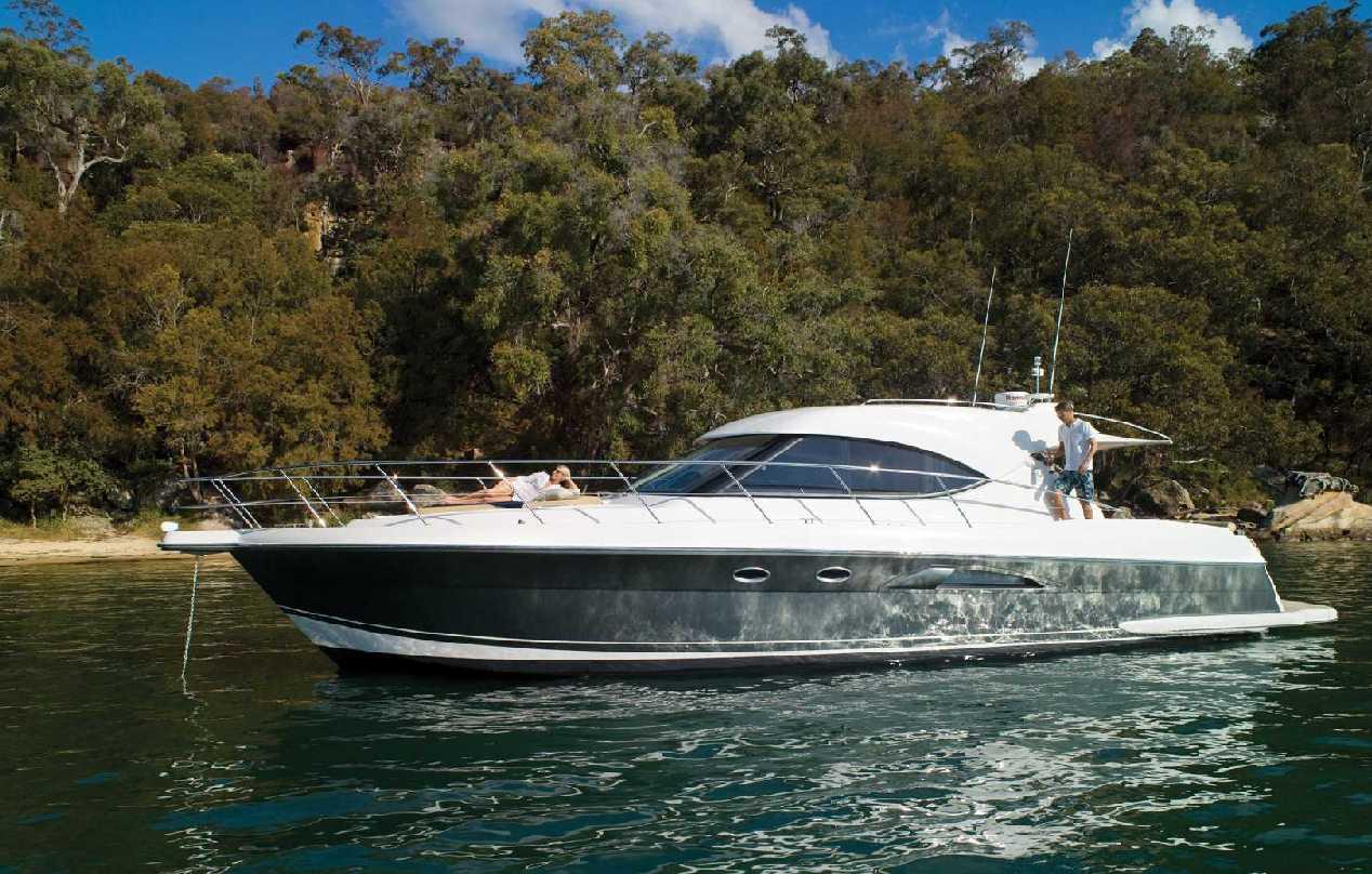Riviera 5000 SY (Motor Yacht)