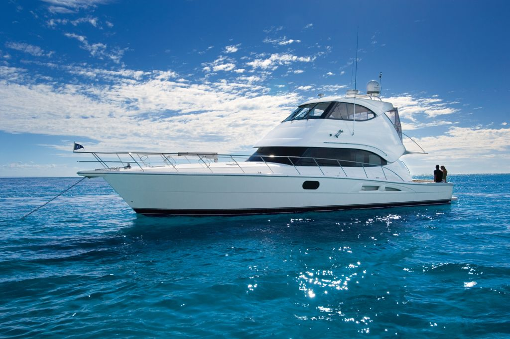 Riviera 58 Enclosed (Motor Yacht / Pêche)